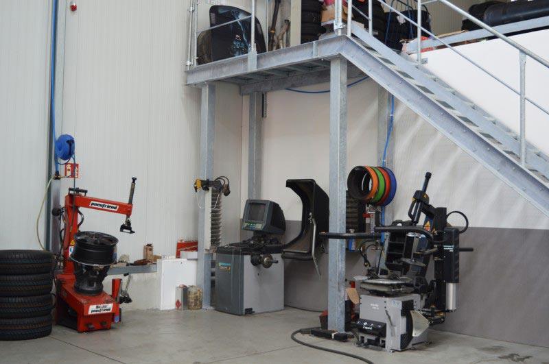 Reifenservice Station in der Werkstatt