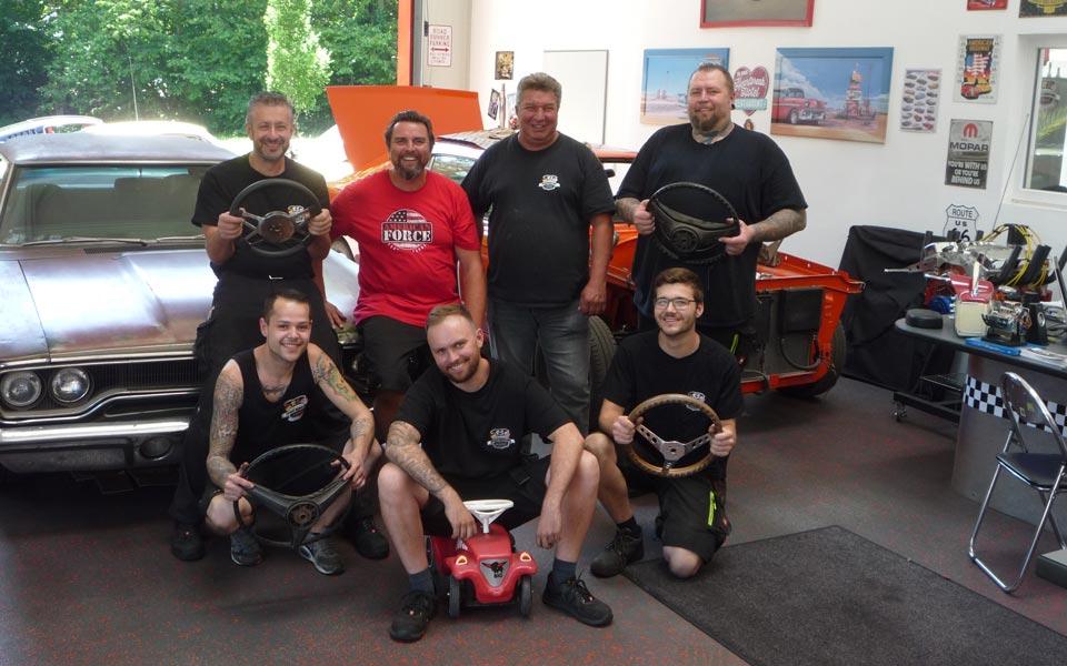 Team RS Automobile Puchheim in der Werkstatt
